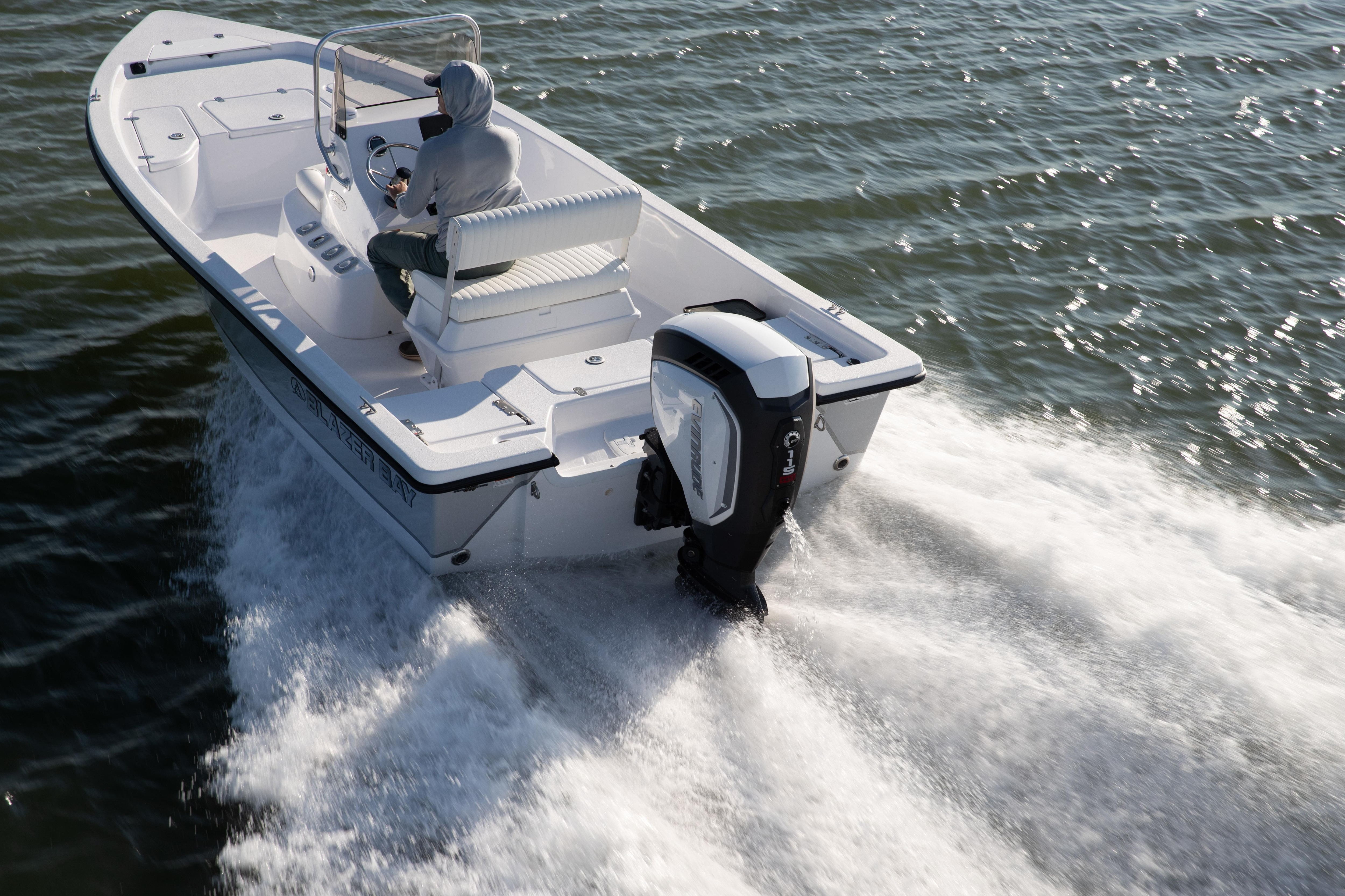 Couple on a boat propulsed by Evinrude outboard motor