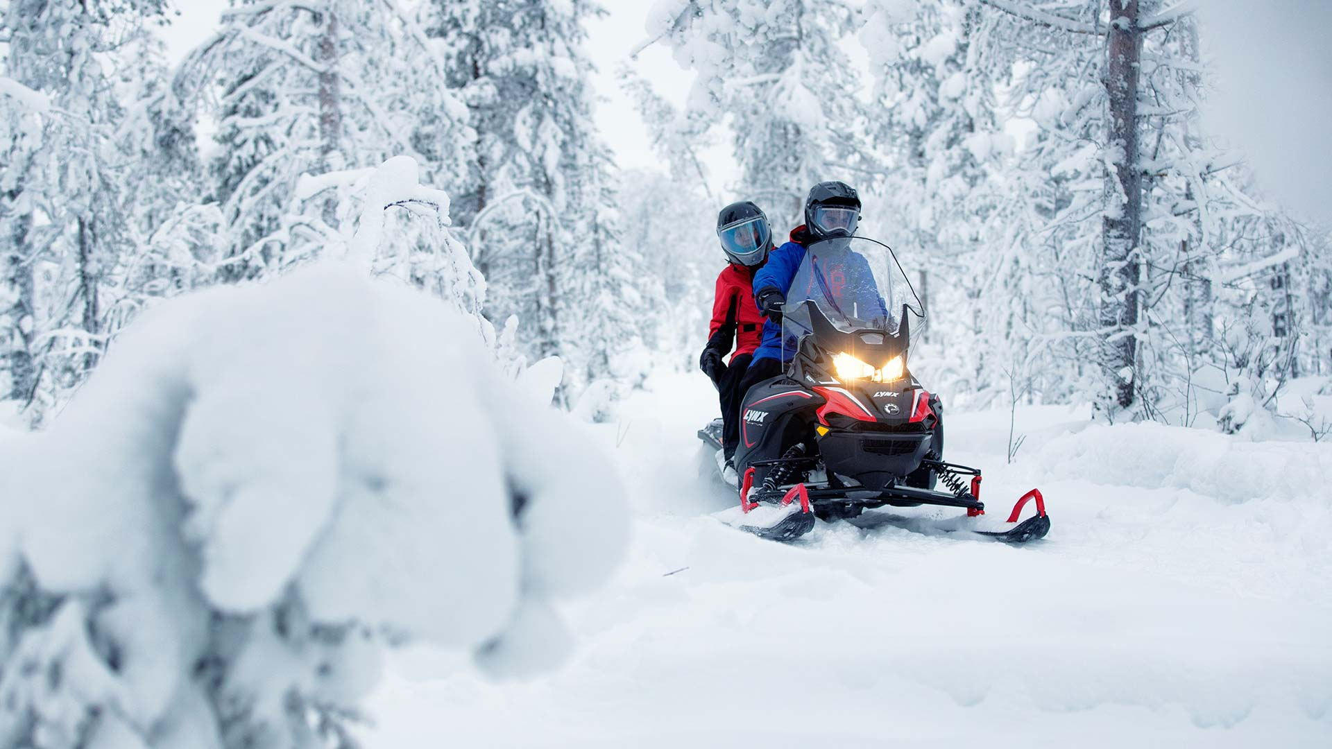 Lynx Adventure LX touring riding on trail in snowy forest