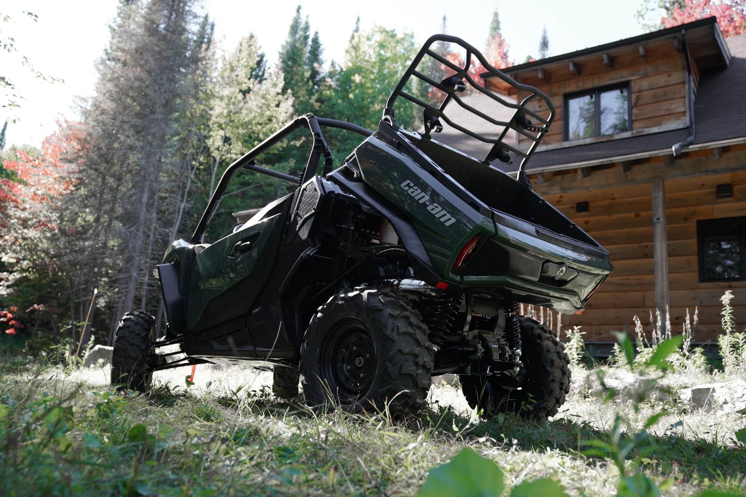 Can-Am Off-Road Commander 2021 Side by side vehicle hauling and 1500lbs Towing capacity