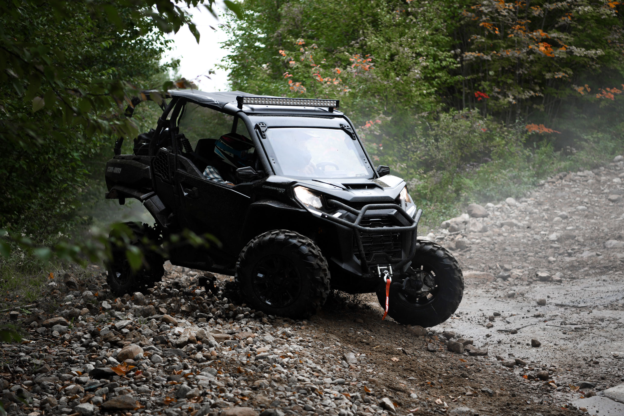 Can-Am Off-Road Commander 2021 Side by side vehicle power engine rotax cottage life and trail adventure